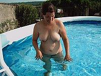 Reife frauen nackt im garten